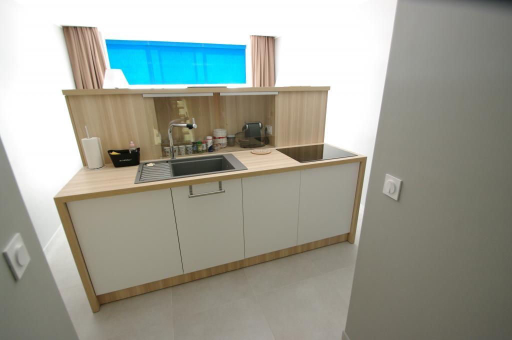 bloc cuisine pour studio affordable meuble cuisine studio meuble micro onde cuisine meuble. Black Bedroom Furniture Sets. Home Design Ideas
